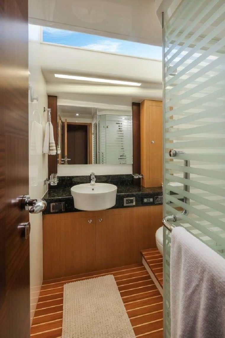 Silver Lining Yacht Charter - VIP Ensuite