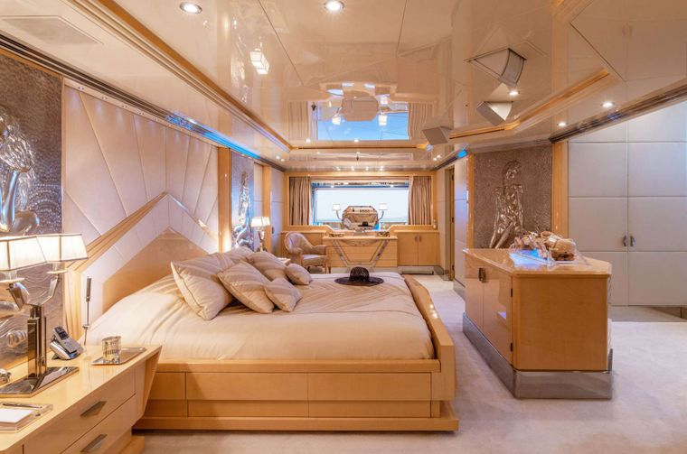 SUNDAY Yacht Charter - Master Suite
