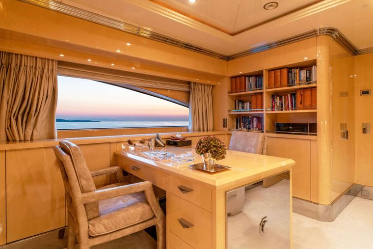SUNDAY Yacht Charter - Master Suite Bath