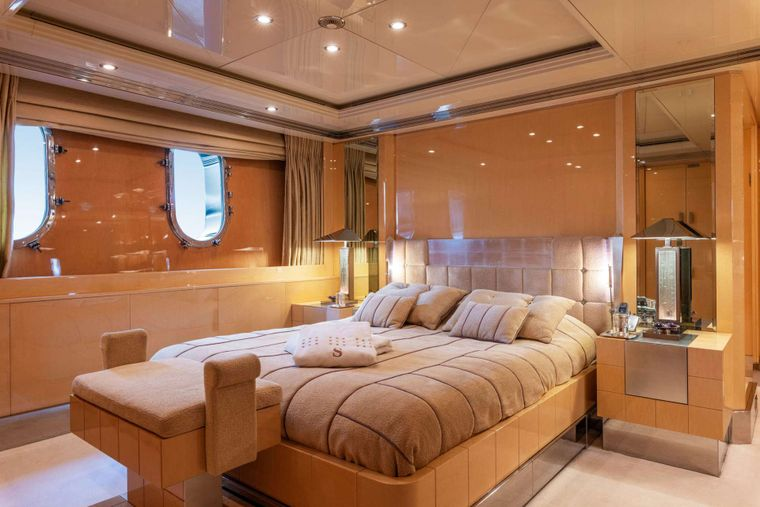 SUNDAY Yacht Charter - Twin Stateroom 1