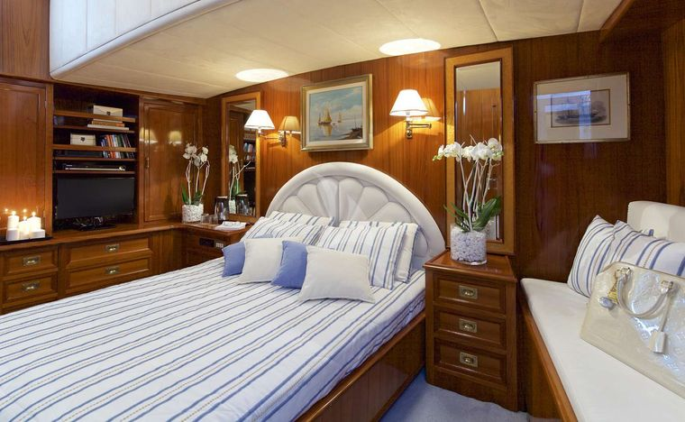 HERMINA Yacht Charter - Master Suite 2