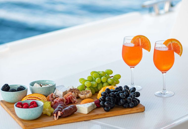 EDDIES IN TIME Yacht Charter - Signature Cocktails