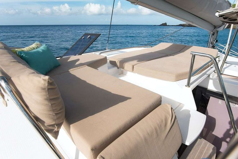 EDDIES IN TIME Yacht Charter - Sky Lounge