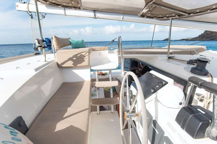 EDDIES IN TIME Yacht Charter - Helm leads to Sky Lounge
