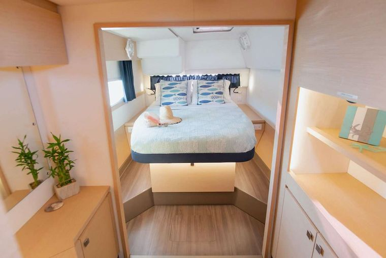 EDDIES IN TIME Yacht Charter - Master Cabin