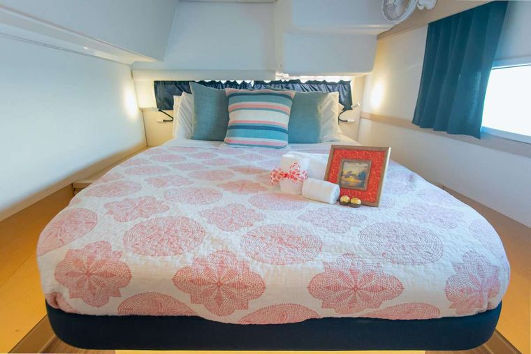 EDDIES IN TIME Yacht Charter - Guest Cabin