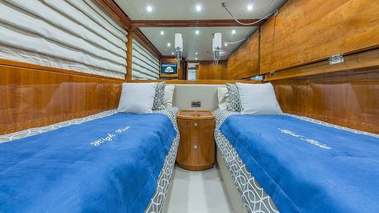 HIGH RISE Yacht Charter - Twin Stateroom 1 (Converts to Queen and has a Pullman)