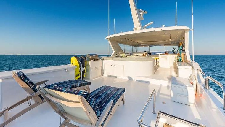 HIGH RISE Yacht Charter - Flybridge Lounging