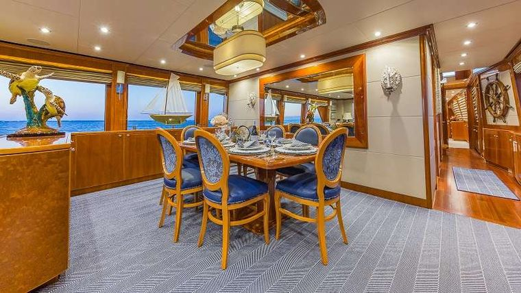 HIGH RISE Yacht Charter - Formal Dining