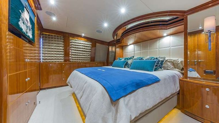 HIGH RISE Yacht Charter - On Deck King Master Stateroom