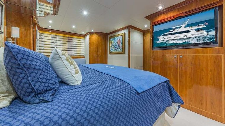 HIGH RISE Yacht Charter - VIP King Stateroom