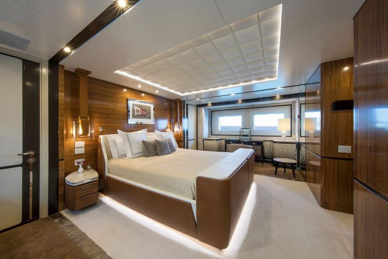 Spring Yacht Charter - Dining
