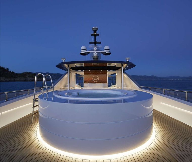 Spring Yacht Charter - Jacuzzi