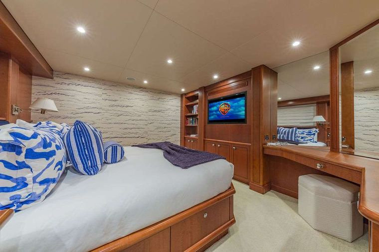 AT LAST Yacht Charter - VIP King Stateroom