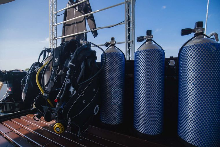PRIMETIME Yacht Charter - Onboard Dive Tanks