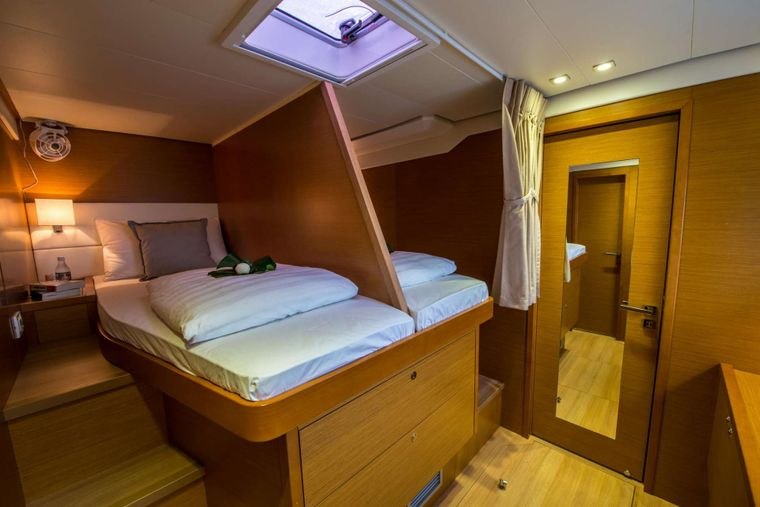 PRIMETIME Yacht Charter - Guest Double Cabin (Convertible to Singles)