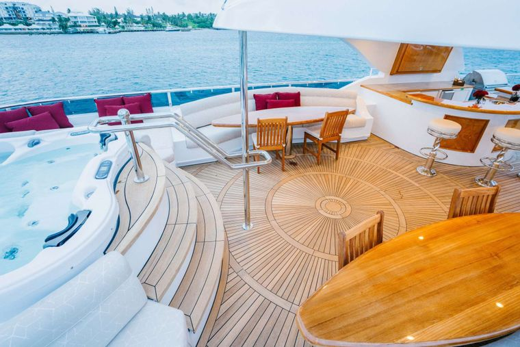 EXCELLENCE Yacht Charter - Hot tub