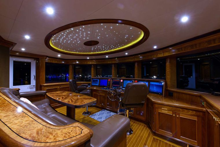EXCELLENCE Yacht Charter - Pilothouse
