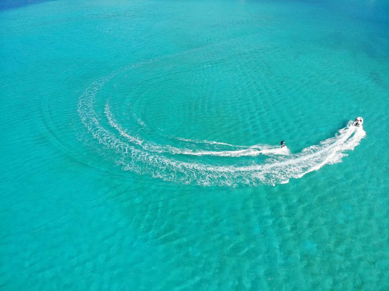 CHAMPS ELYSEES Yacht Charter - Wakeboarding