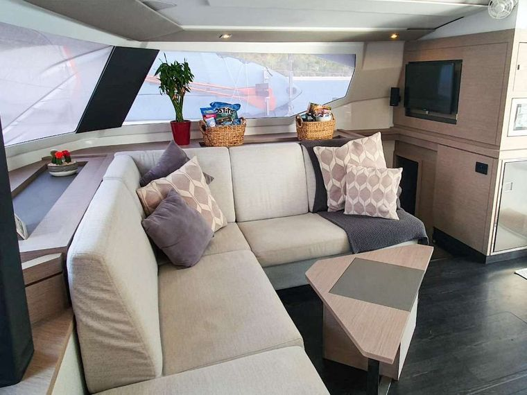 CHAMPS ELYSEES Yacht Charter - Salon Lounge