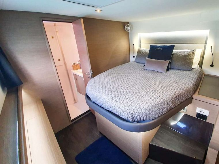 CHAMPS ELYSEES Yacht Charter - Port Forward Cabin