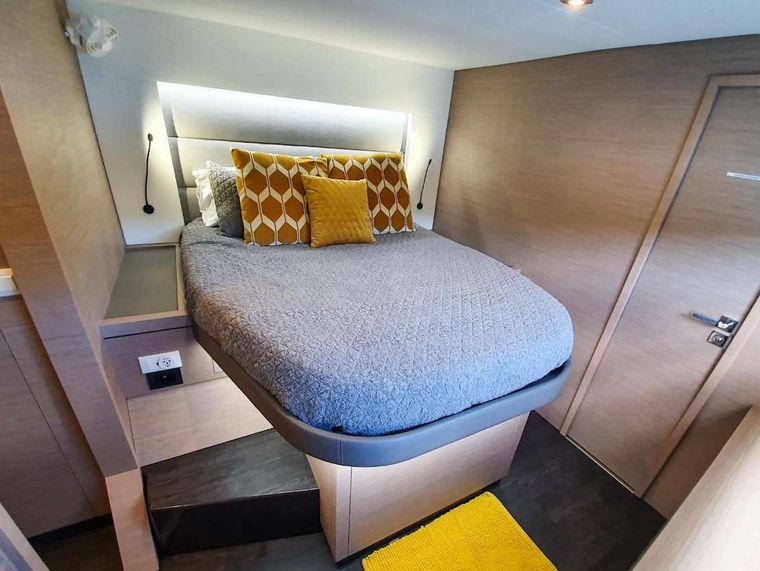 CHAMPS ELYSEES Yacht Charter - Starboard Forward Cabin
