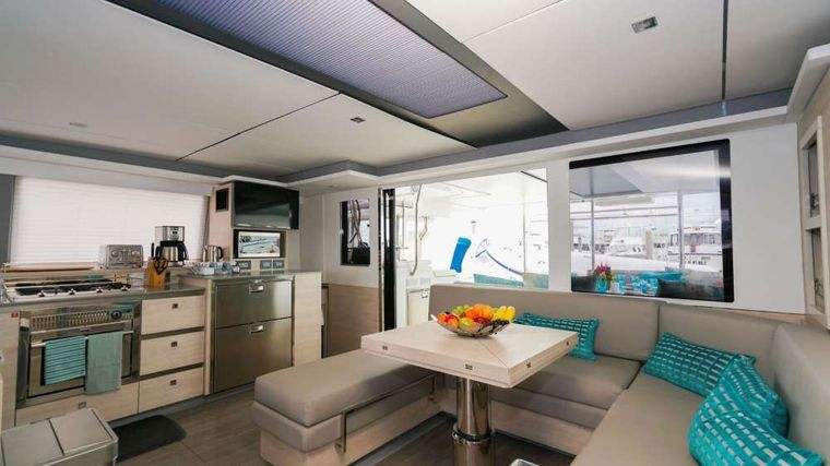 MOON BLOSSOM Yacht Charter - Massive deck area