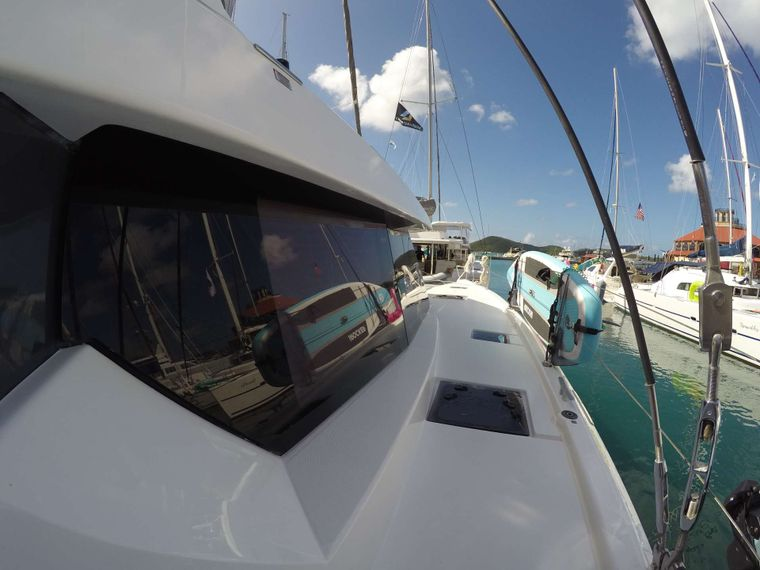 MOON BLOSSOM Yacht Charter - Wide side decks