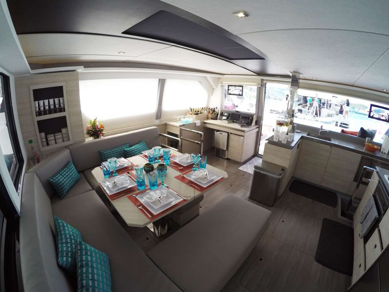 MOON BLOSSOM Yacht Charter - Salon lounge and inside dining