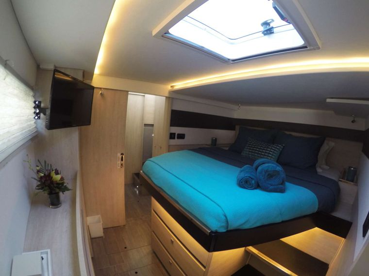 MOON BLOSSOM Yacht Charter - Guest cabin 3