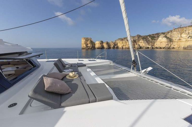 CHAMPAGNE Yacht Charter - Foredeck Lounge