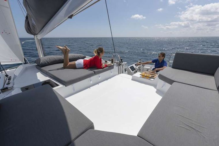 CHAMPAGNE Yacht Charter - Helm and Flydeck
