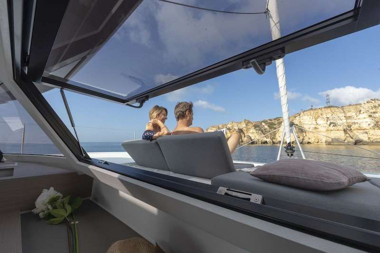 CHAMPAGNE Yacht Charter - Salon to Foredeck