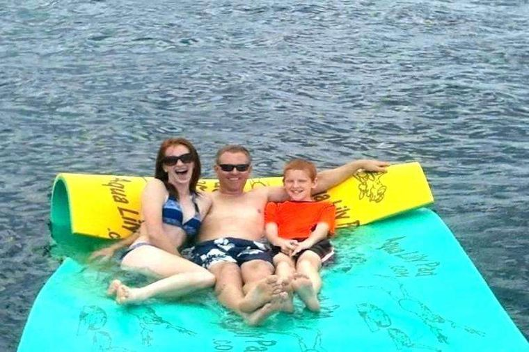 CHAMPAGNE Yacht Charter - Floating Mat
