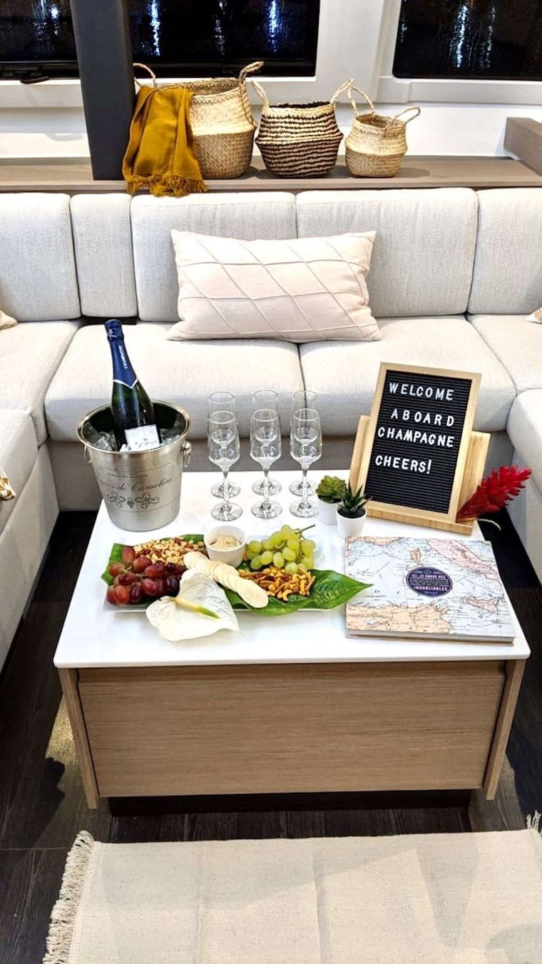 CHAMPAGNE Yacht Charter - Welcome