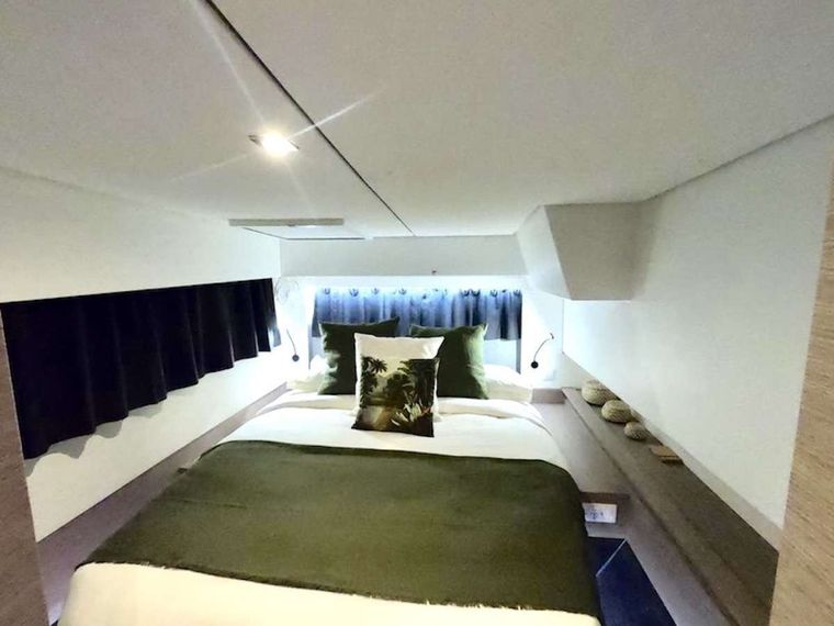 CHAMPAGNE Yacht Charter - Guest Cabin