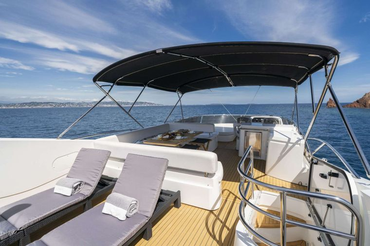 LAZY P Yacht Charter - Fly deck