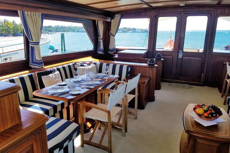 ESSENCE OF CAYMAN Yacht Charter - Main Level Dining