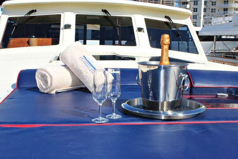 ESSENCE OF CAYMAN Yacht Charter - Bow Seating