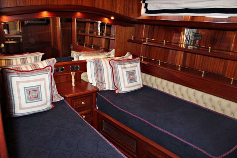 ESSENCE OF CAYMAN Yacht Charter - Twin Stateroom