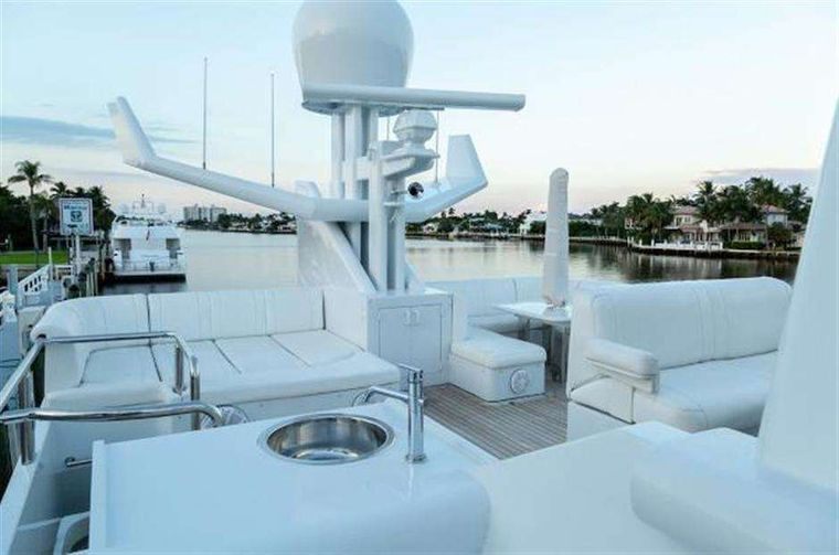 HIGHLINE Yacht Charter - Upper deck lounge