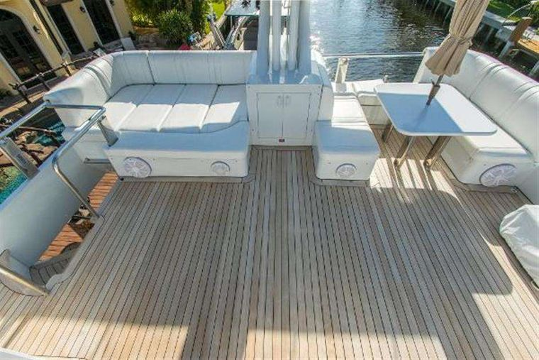 HIGHLINE Yacht Charter - Upper deck dining area
