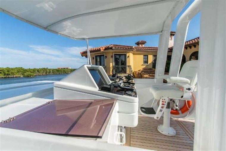 HIGHLINE Yacht Charter - Upper Nav station