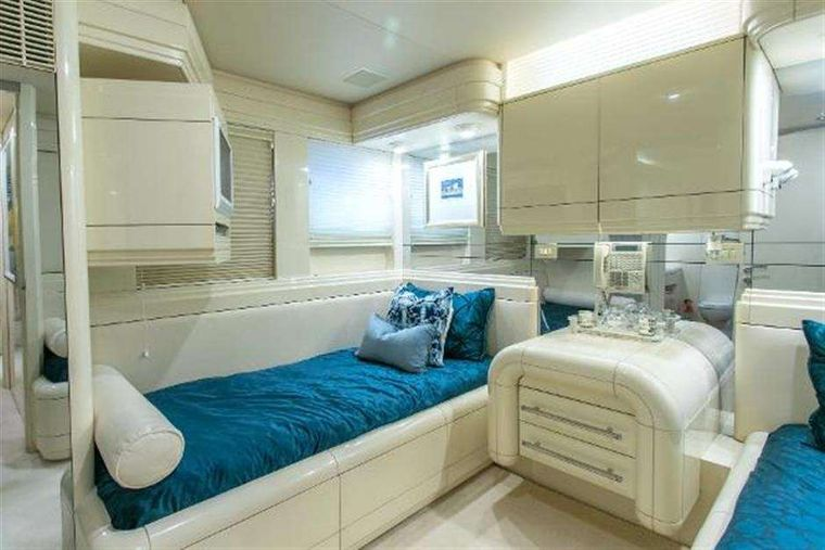 HIGHLINE Yacht Charter - Guest stateroom - one of two twins