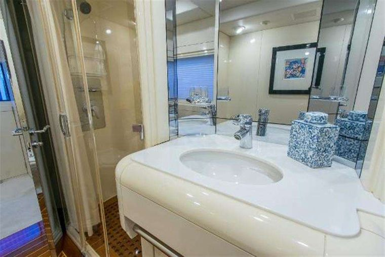 HIGHLINE Yacht Charter - Master bathroom
