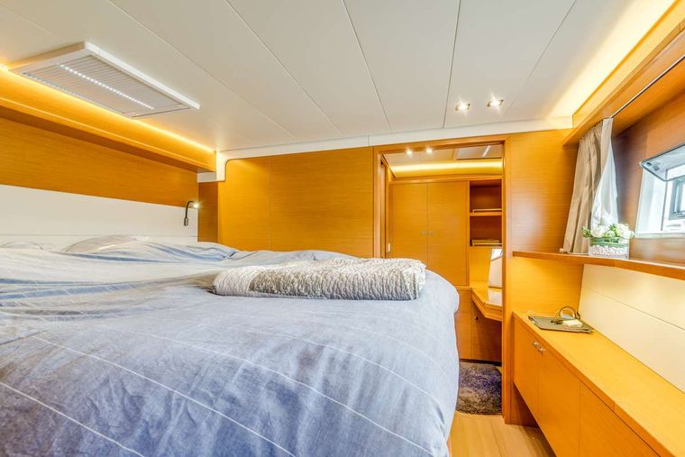 LIBERTE Yacht Charter - Forward port cabin