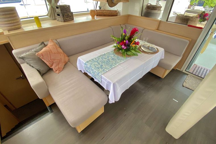 OCELOT Yacht Charter - Salon seating