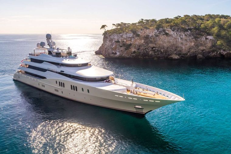 EMINENCE Yacht Charter - Ritzy Charters