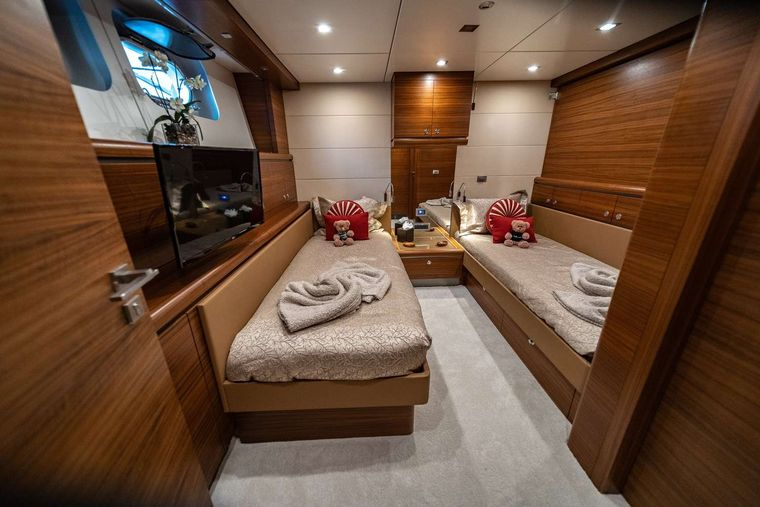 SEA AXIS Yacht Charter - Aft Twin Stateroom #2 with Pullman (Separate Staircase)