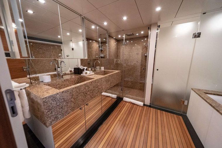 SEA AXIS Yacht Charter - Master En-Suite w/ His & Hers Sinks, Stand Up Shower and Soaking Tub